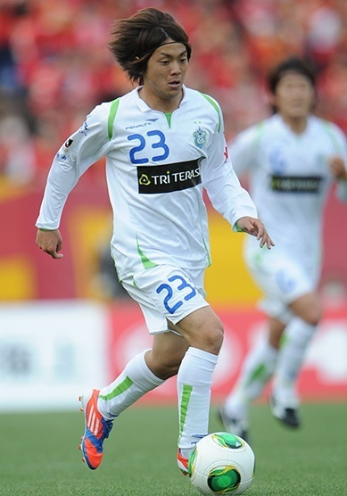 湘南ベルマーレ-2013-PENALTY-second-kit-white-white-white-梶川諒太.jpg