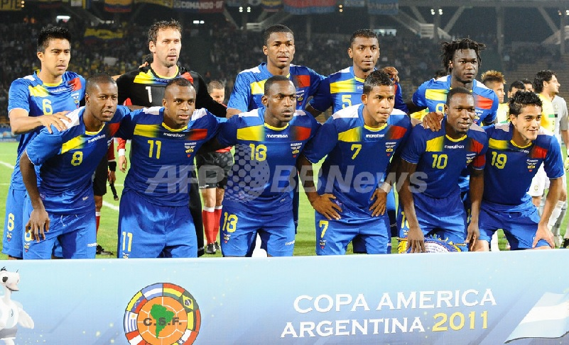 Ecuador-11-13-marathon-away-kit-blue-blue-blue-line-up.jpg