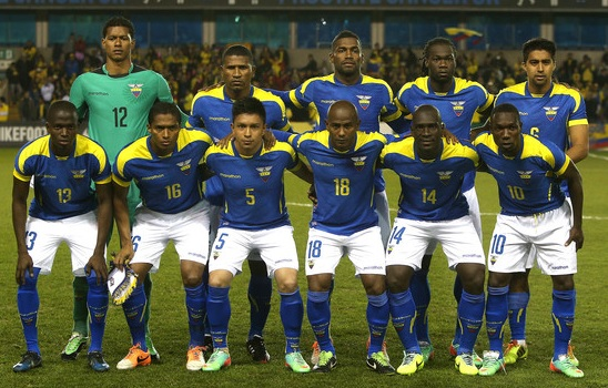 Ecuador-2014-marathon-away-kit-blue-white-blue-group-photo.jpg