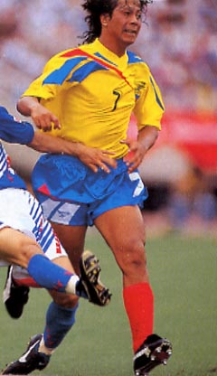 Ecuador-94-95-Reebok-uniform-yellow-blue-red.JPG