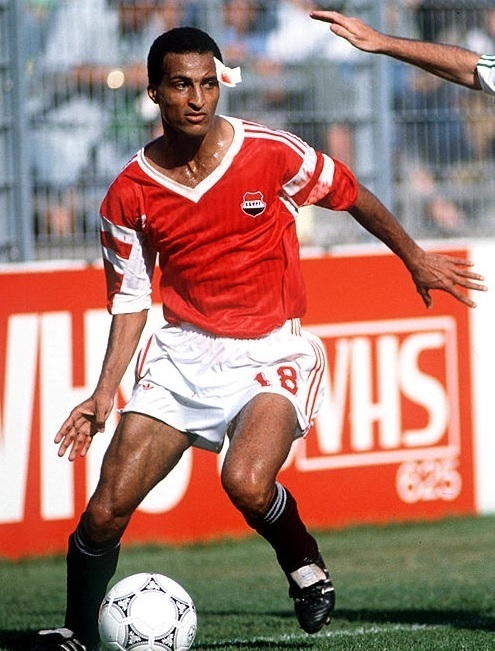 Egypt-1990-adidas-world-cup-home-kit-red-white-black.jpg