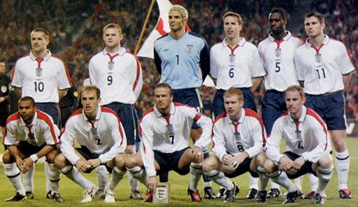 England-03-04-UMBRO-uniform-white-navy-white-group.JPG