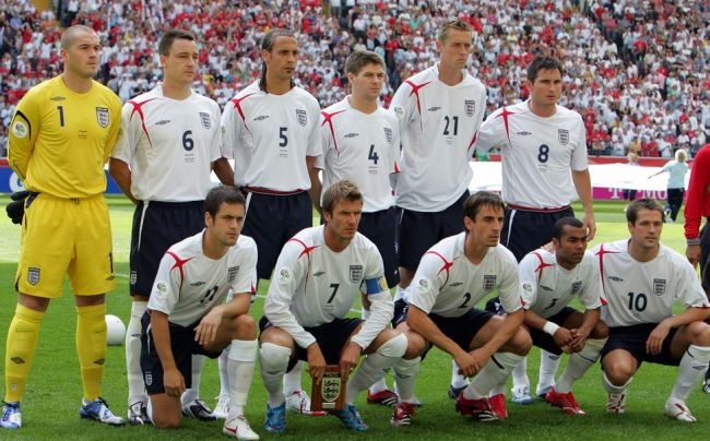 England-05-06-UMBRO-home-kit-white-navy-white-line-up.jpg