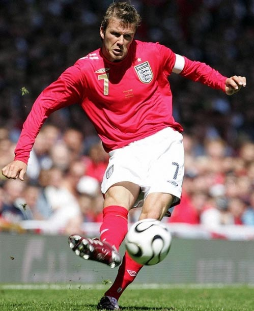 England-06-07-UMBRO-uniform-red-white-red.JPG