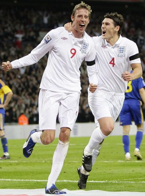 England-09-10-UMBRO-uniform-white-white-white-red-number.JPG
