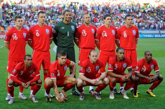 England-10-11-UMBRO-away-kit-red-red-red-pose.jpg