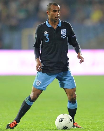 England-11-12-UMBRO-away-kit-navy-light-blue-navy.JPG