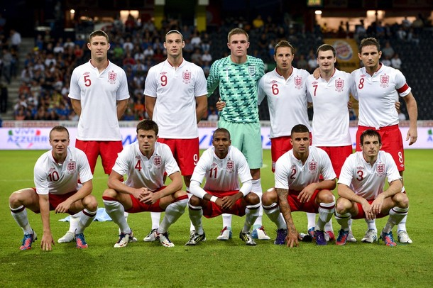 England-12-13-UMBRO-home-kit-white-red-white-line-up.jpg