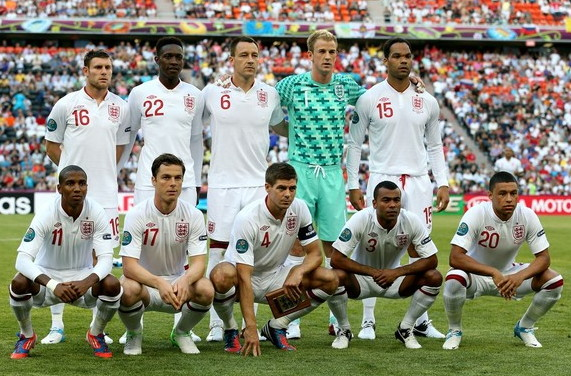 England-12-13-UMBRO-home-kit-white-white-white-pose.jpg