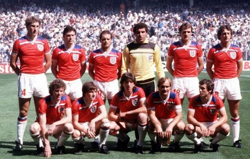 England-1982-Admiral-away-kit-red-white-white-line-up.jpg