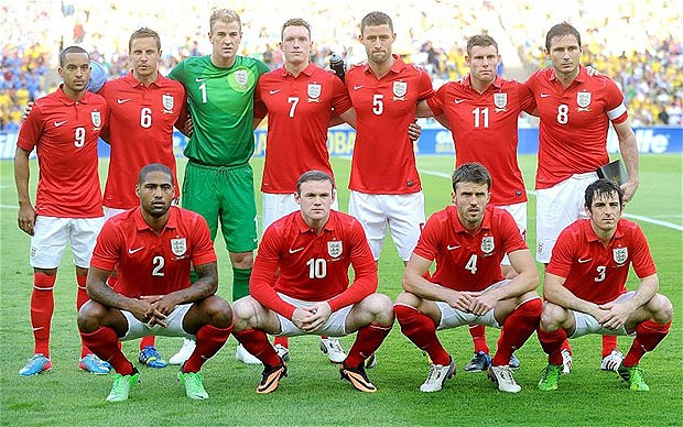 England-2013-NIKE-away-kit-red-white-red-line-up.jpg