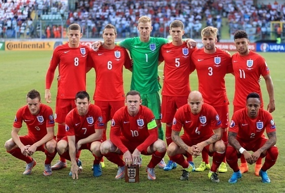 England-2015-NIKE-away-kit-red-red-red-line-up.jpg