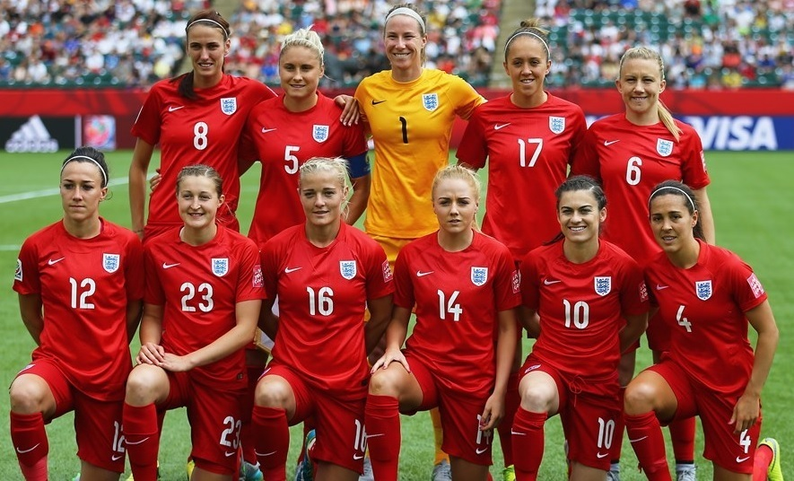 England-2015-NIKE-women-away-kit-red-red-red-line-up.jpg