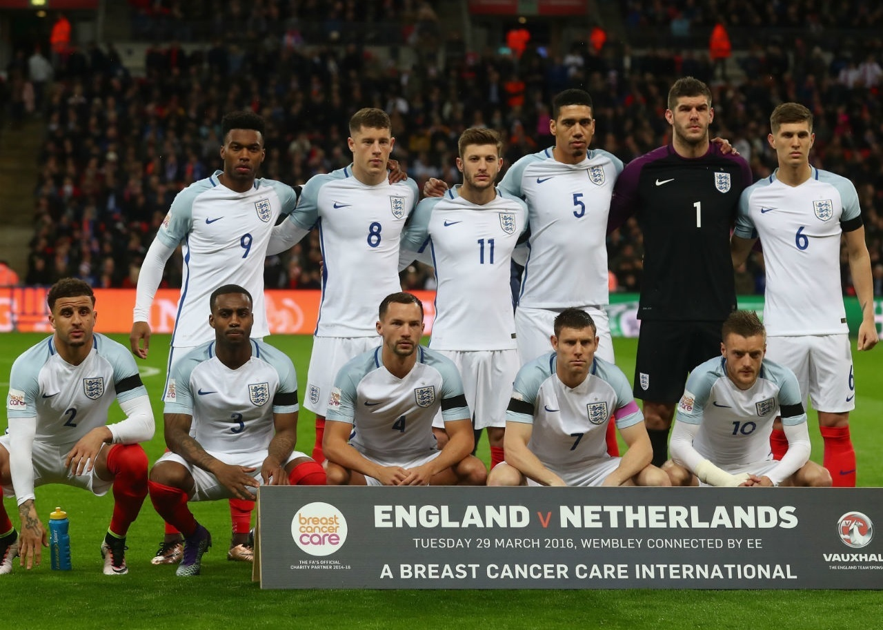 England-2016-NIKE-home-kit-white-white-white-line-up.jpg