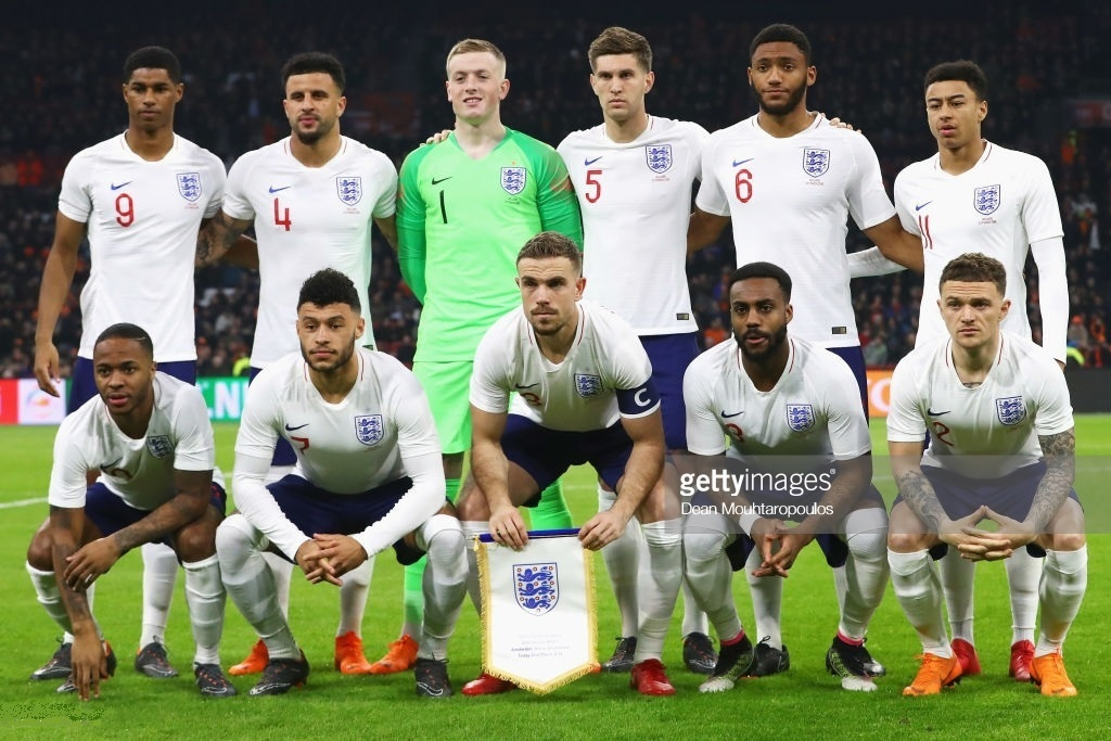 England-2018-NIKE-home-kit-white-navy-white-line-up.jpg
