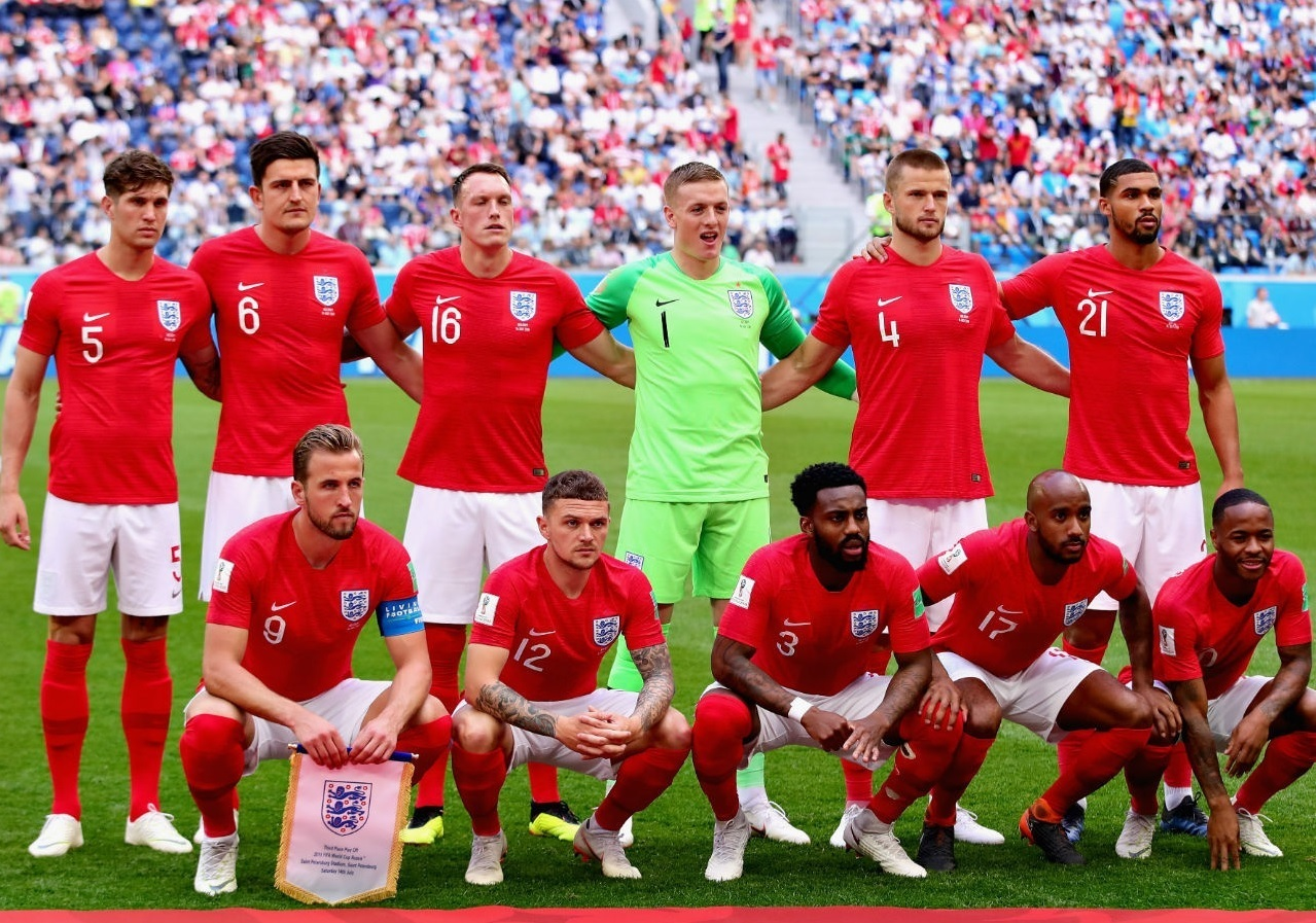 England-2018-NIKE-world-cup-away-kit-red-white-red-line-up.jpg