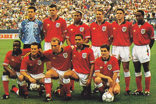 England-92-93-UMBRO-away-kit-red-white-red-line-up.jpg