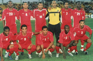 Equatorial-Guinea-07-unknown-home-kit-red-red-red-line-up.jpg