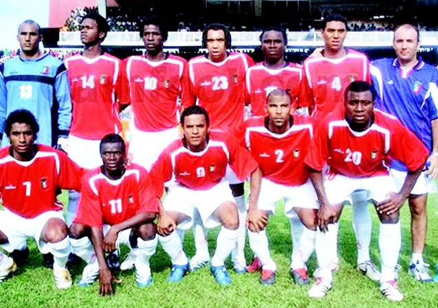Equatorial-Guinea-07-unknown-home-kit-red-white-white-line-up.jpg
