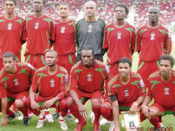 Equatorial-Guinea-08-adidas-home-kit-red-red-red-line-up.jpg