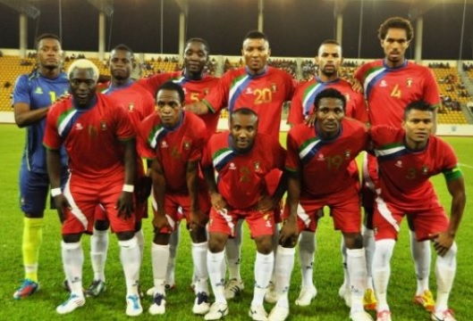 Equatorial-Guinea-11-BROKAL-home-kit-red-red-white-line-up.jpg