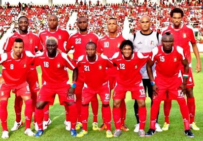 Equatorial-Guinea-unknown-home-kit-red-red-red-line-up.jpg