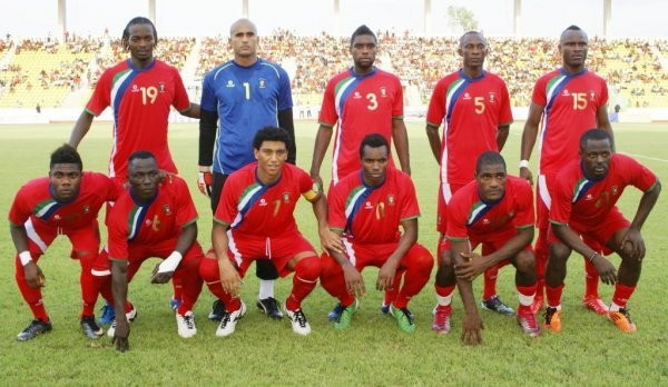 Equatorial Guinea-11-BROKAL-home-kit-red-red-red-line-up.jpg