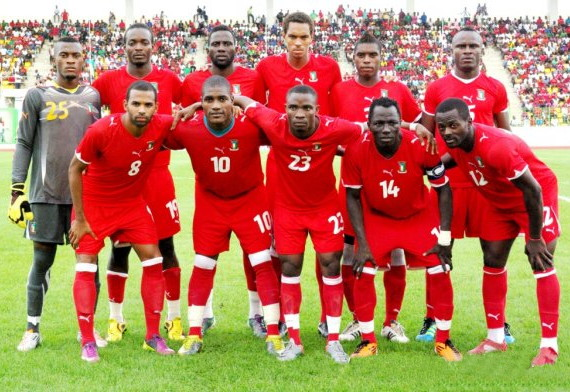 Equatorial Guinea-11-PUMA-home-kit-red-red-red-line-up.jpg