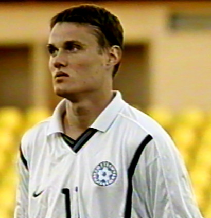 Estonia-00-01-NIKE-away-kit-white-black-white.jpg
