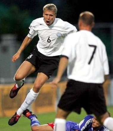 Estonia-05-06-NIKE-away-kit-white-black-white.jpg