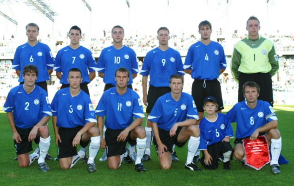 Estonia-05-06-NIKE-home-kit-blue-black-white-line-up.jpg