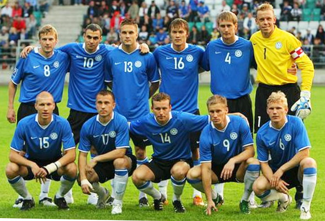 Estonia-08-09-NIKE-home-kit-blue-black-white-line-up.jpg