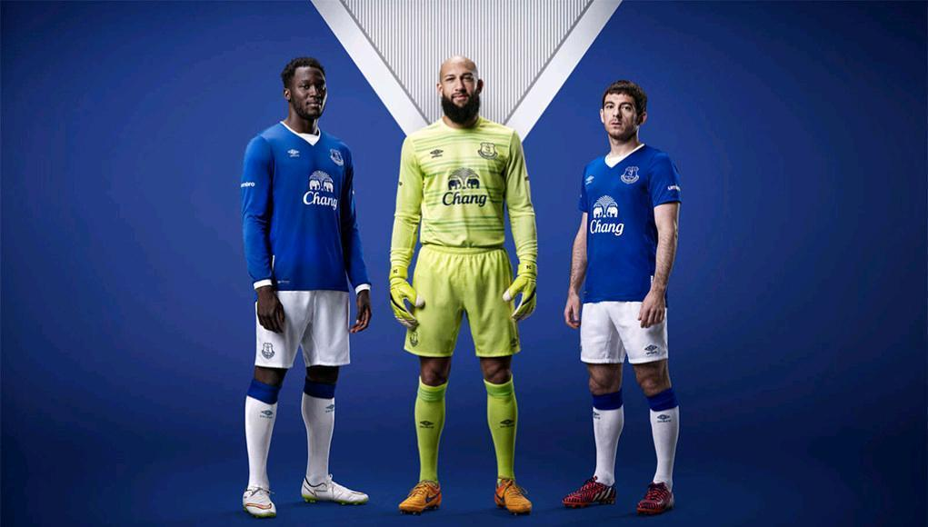 Everton-15-16-umbro-new-home-kit-11.JPG