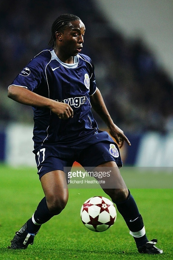 FC-Porto-2004-05-NIKE-away-kit.jpg