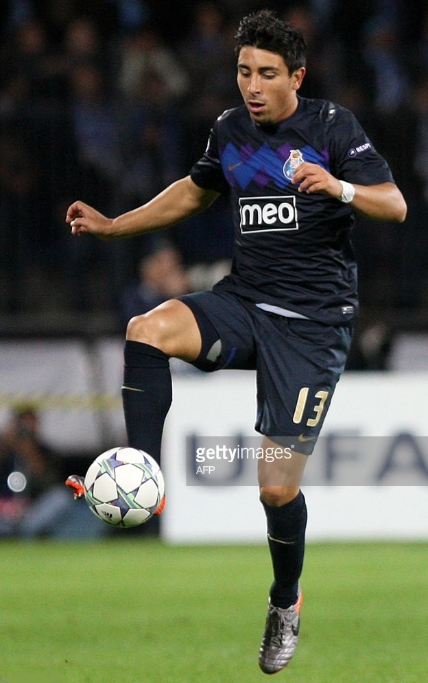 FC-Porto-2011-12-NIKE-away-kit.jpg