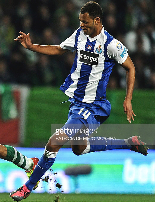 FC-Porto-2011-12-NIKE-first-kit.png