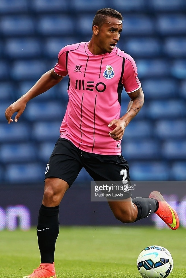 FC-Porto-2014-15-Warrior-third-kit.jpg