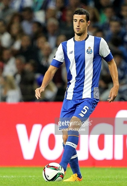 FC-Porto-2015-16-NEW-BALANCE-first-kit.jpg