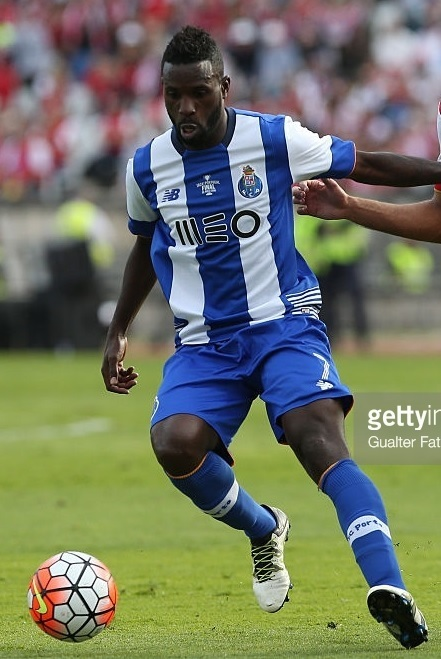 FC-Porto-2015-16-NEW-BALANCE-home-kit.jpg