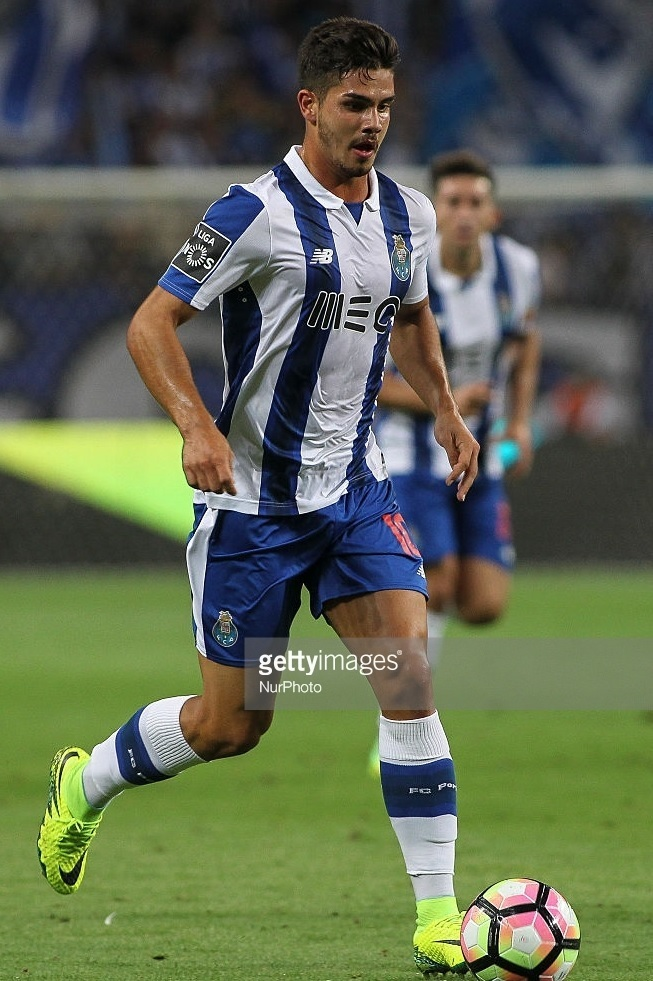 FC-Porto-2016-17-NEW-BALANCE-home-kit.jpg
