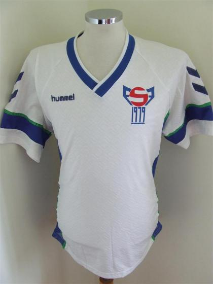 Faroe-Islands-86-hummel-home-shirt-white.JPG
