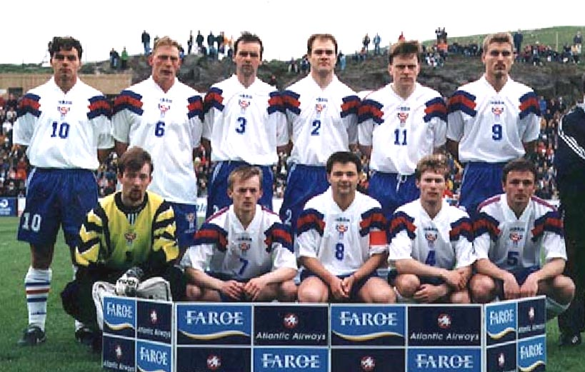 Faroe-Islands-96-97-adidas-home-kit-white-blue-white-line-up.JPG