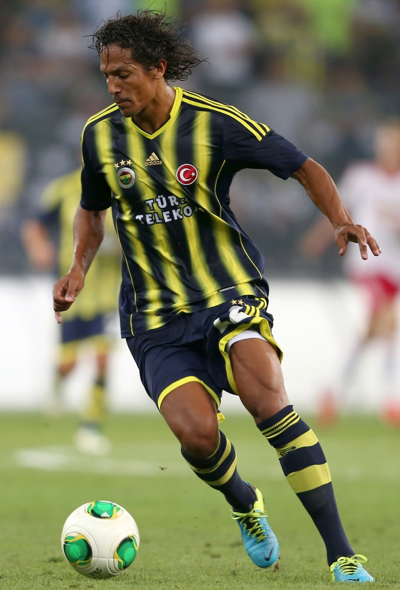 Fenerbahce-13-14-adidas-home-kit-Bruno-Alves.jpg
