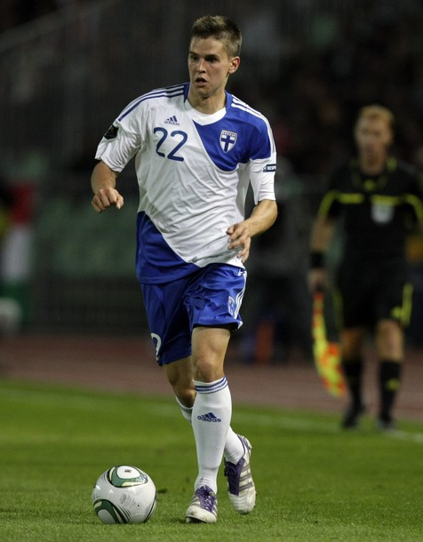 Finland-10-11-adidas-home-kit-white-blue-white-2.jpg