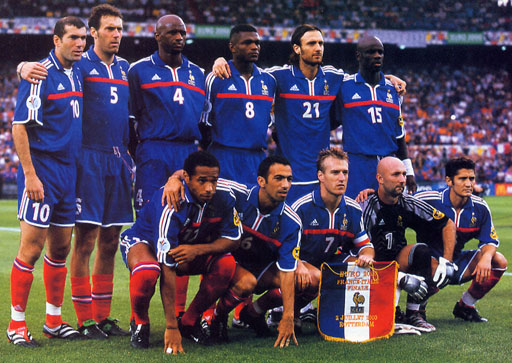 France-00-01-euro2000-adidas-uniform-blue-blue-red-group.JPG