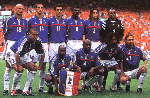 France-00-01-euro2000-adidas-uniform-blue-white-white-group.JPG