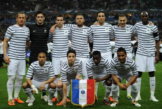 France-11-12-NIKE-away-kit-border-white-white-line-up-2.JPG