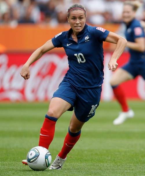 France-11-NIKE-women-home-kit-blue-blue-red.JPG