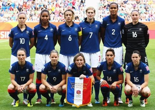 France-11-NIKE-women-home-kit-blue-white-blue-line-up.JPG