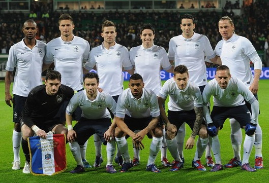 France-12-13-NIKE-away-kit-white-navy-white-line-up.jpg